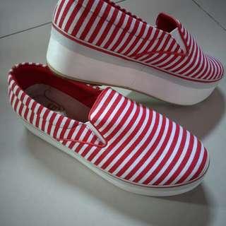 Sepatu slot
