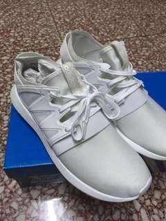 Adidas 白 波鞋