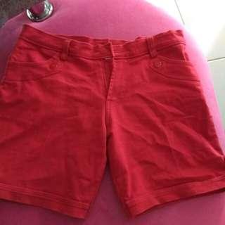 Celana jeans merah pendek