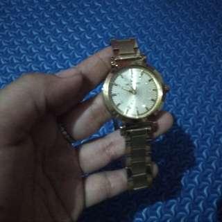 Jam tangan gold