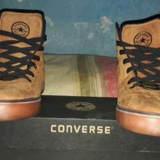 Sepatu boots converse