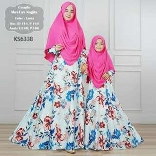 Baju Muslim set Ibu dan Anak IDR 350rb Bahan Maxmara high Quality,kerudung Bublepop,ukuran baju Ibu all size fit to XL,ld 110cm,pb 140cm Ukuran baju Anak : Ld 76cm,Pb 106cm,Pl 41cm Resleting depan ada karet pinggang cocok untuk umur anak 6 sampai 12th