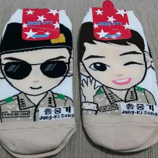 🚚 韓國偶像~宋仲基~太陽的後裔~劉時鎮大尉Q版圖像襪子~全新