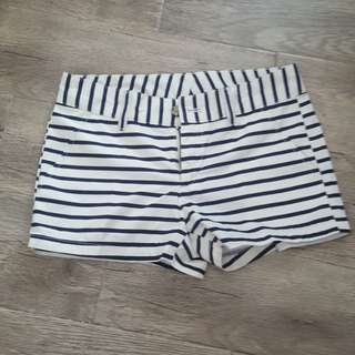 Uniwlo Stripped shorts