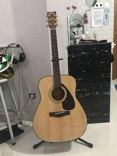 Gitar Yamaha F 335 plus standing