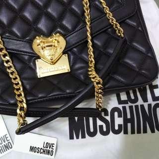 美國名牌 LOVE MOSCHNO  手袋另一條line副線超級靚夠大 可以長短帶大減價原價$4800