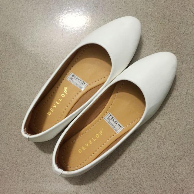 3pcs 💯rb 🛍 New! White flateshoes