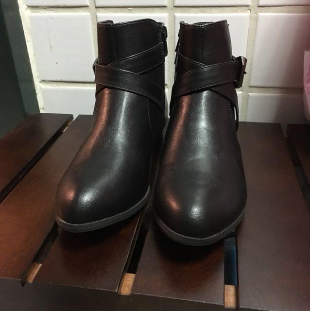 全新黑色短靴