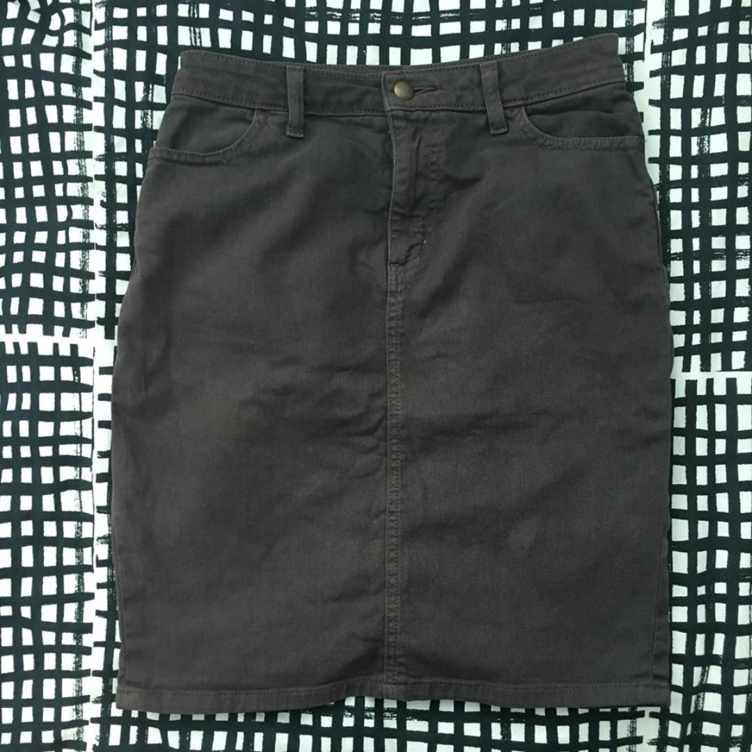 American Apparel denim skirt (Size L)