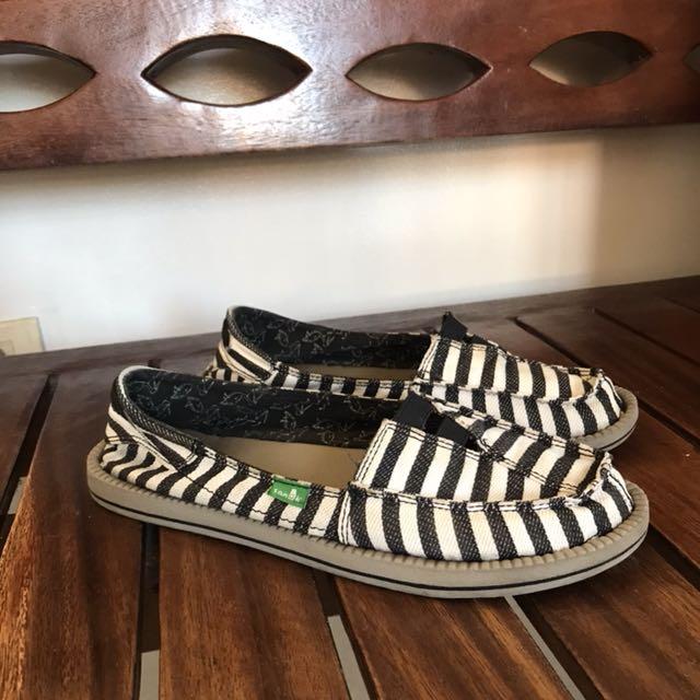 Authentic Sanuk Sandals