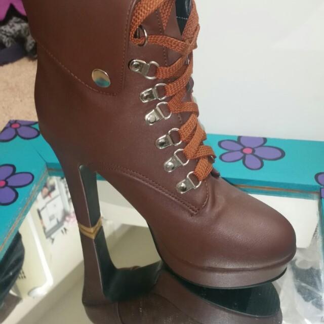 Brown boot heel sz9
