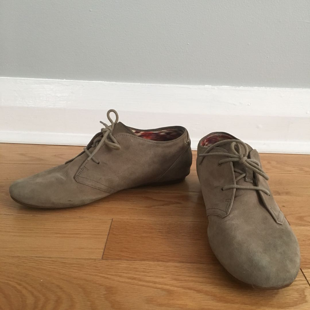Clark's Gray Suede Valley Tree Size 9M