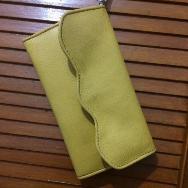 dompet kuning