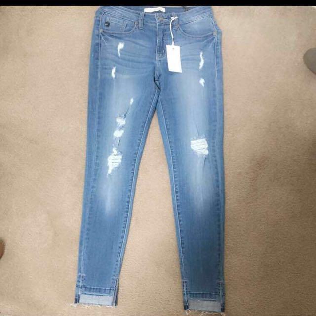 Fashion nova elora jeans mid rise.