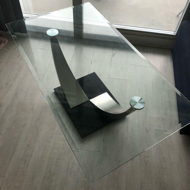 "Glass coffee table (28"" 50""  18.5"")"