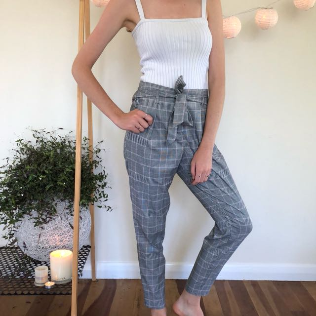 Glassons white ribbed top $5