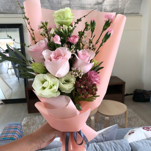 Korean Fresh Flower Bouquet/ Valentine\'s bouquet, Design & Craft ...