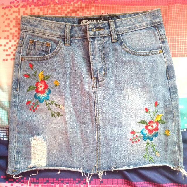 Maong Denim Skirt With Embroidery