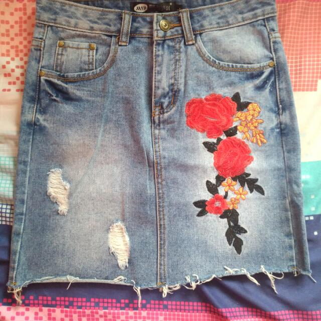 Maong/Denim Skirt With Embroidery