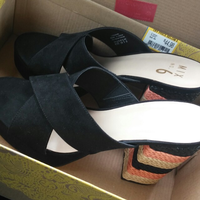 New 8.5 Black wrap with thick colorful heels