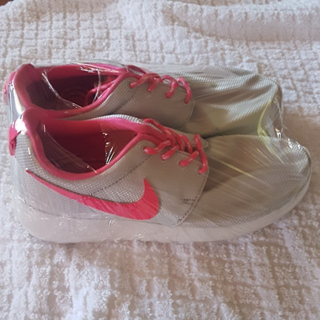 outlet store 9bfd0 80b31 ... authentic nike roshe run pink and grey 5y womens fashion shoes on  carousell d4f73 3d857