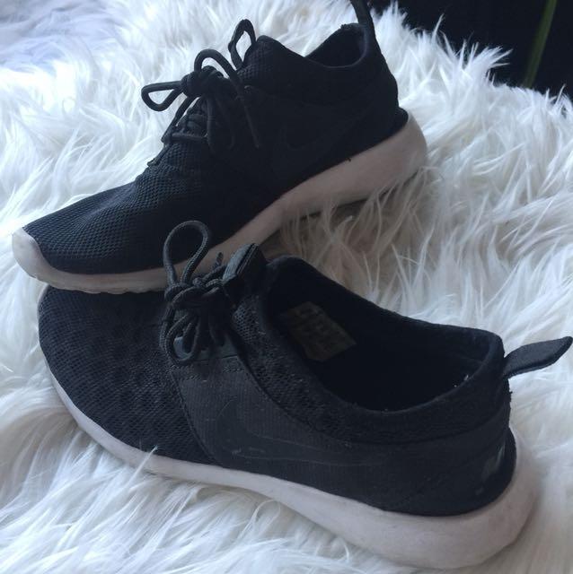 Nike women runners sneakers black