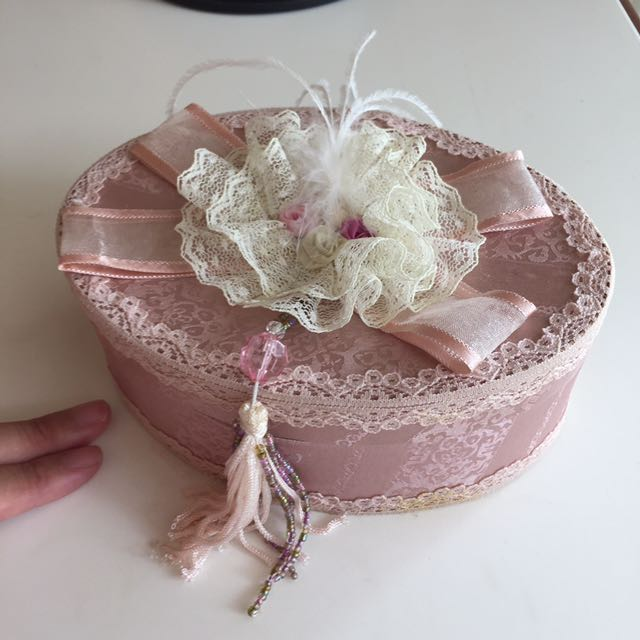 Oval pink large jewelry box