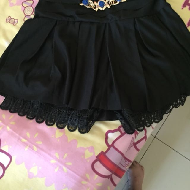 Rok celana lace hitam