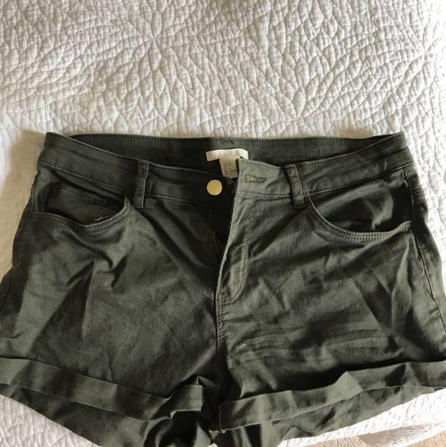 Super comfy H&M khaki shorts
