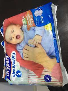 Drypers diapers Size small (82 pcs )