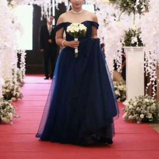 FOR RENT: Dark Blue Gown