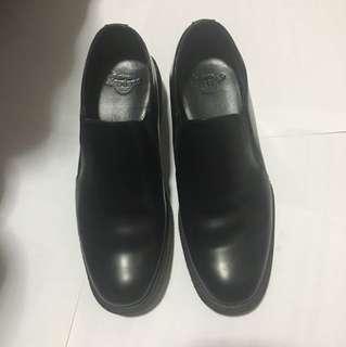 Dr. Martens 皮鞋