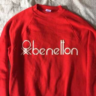 Red benetton pull over