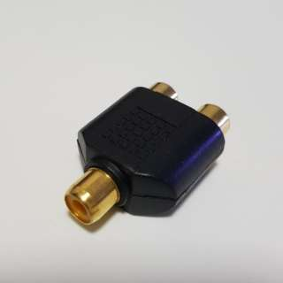 One to two Audio adapter, male to 2 female connector / 1-2 female connector