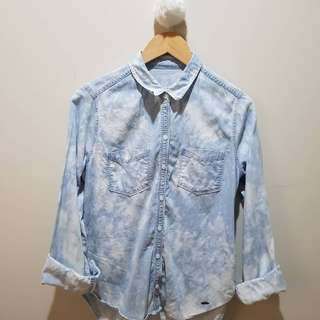 Hollister button up top. Only used once. Size medium