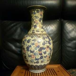 高46cm粉彩瓜瓞綿綿瓶(有小次)