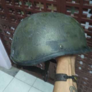 Helm tentara