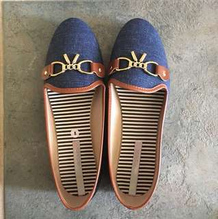 Brand New size 8 Moleca shoes
