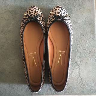 Brand New Leopard flats size 8 / 9