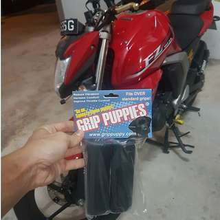 GRIP PUPPIES INSTALLED ON YAMAHA FZ16 ON 16/2/2018