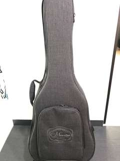 Maestro Acoustic guitar solid case