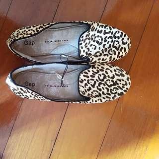 New GAP shoes