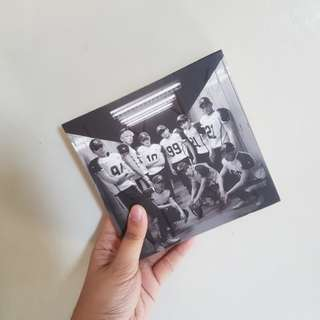 EXO Love Me Right 2nd Album Repackage (with Photocard)