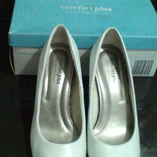 Preloved white payless comfort plus