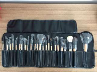 24 pieces makeup tools with case