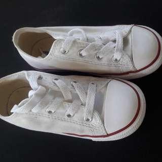 VEUC white converse