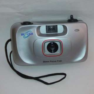 Point and shoot 35 mm focus free film camera