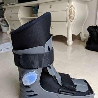 Walking boot / walking brace