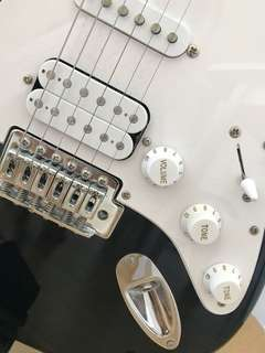 Fender (Squier) Stratocaster Electric Guitarr (as new)