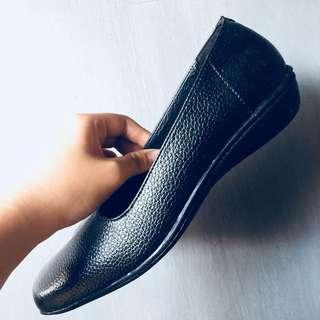 sepatu kerja Baru, tdk terpakai karena kekecilan